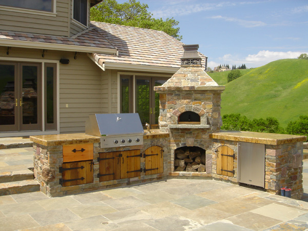 Douglas Landscape Construction: Outdoor Kitchens